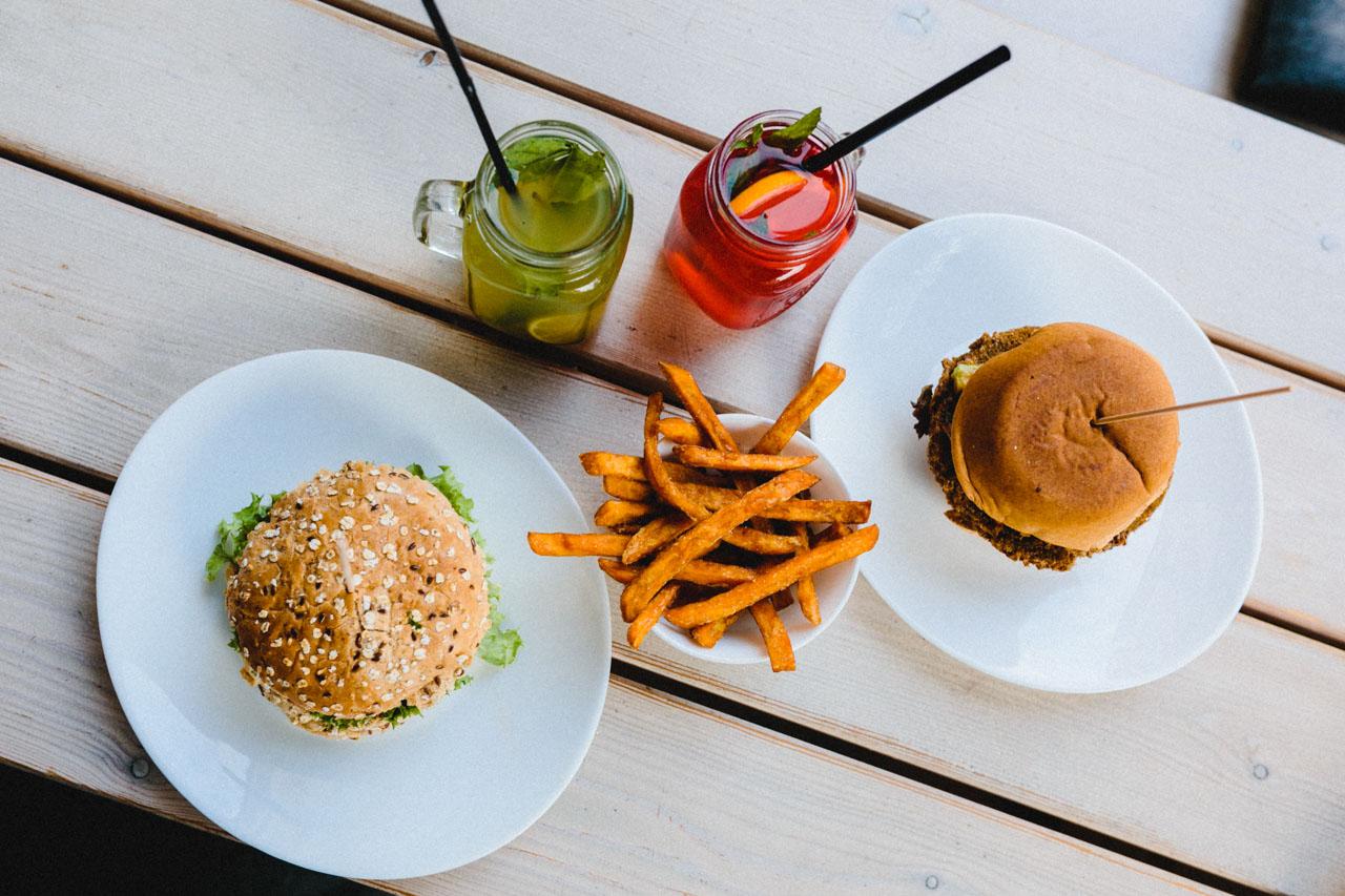lenok 39 s burger au ergew hnliche burger und verr ckte shakes. Black Bedroom Furniture Sets. Home Design Ideas